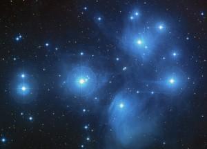 Las Pléyades. Imagen compuesta en color por el Digitized Sky Survey.